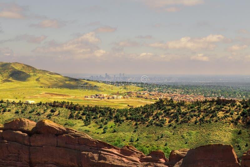 Vista panorâmica de Denver From Red Rocks Amphitheater, Colorado EUA foto de stock royalty free