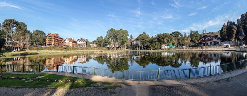Vista panorâmica de Joaquina Rita Bier Square e do lago - Gramado, Rio Grande do Sul, Brasil, fotografia de stock royalty free