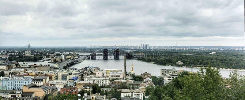 Vista panorâmica de Kiev e do rio de Dnieper imagens de stock