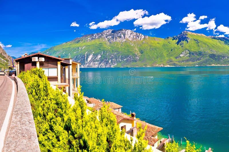 Vista panorâmica de Lago di Garda no sul Garda de Limone imagens de stock