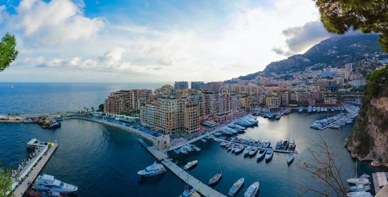 Vista panorâmica de nivelamento bonita de Porto de Fontvieille, Mônaco fotos de stock royalty free