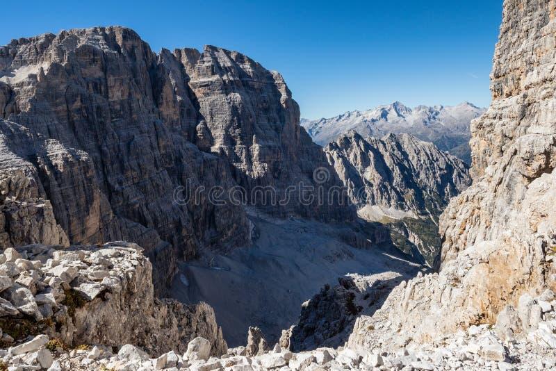 Vista panorâmica de picos de montanha famosos das dolomites, Brenta fotografia de stock royalty free