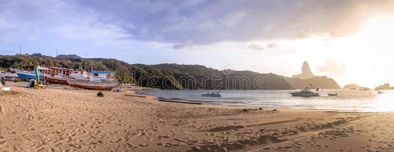 Vista panorâmica de Porto de Santo Antonio Beach - Fernando de Noronha, Pernambuco, Brasil fotografia de stock royalty free