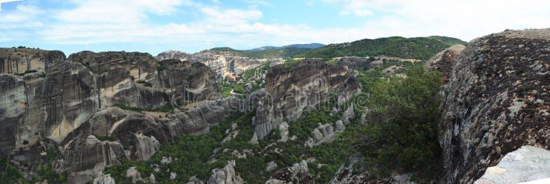 Vista panorâmica de rochas impressionantes em Meteora imagens de stock