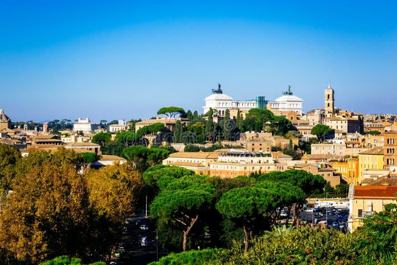 Vista panorâmica de Roma como visto do jardim alaranjado, degli Aranci de Giardino, em Roma, Itália imagem de stock royalty free