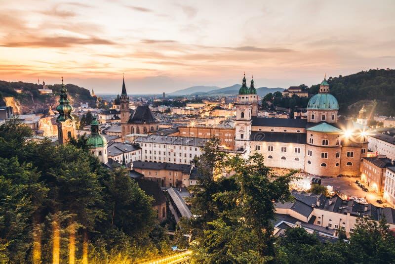 Vista panorâmica de Salzburg bonito em Áustria fotos de stock royalty free