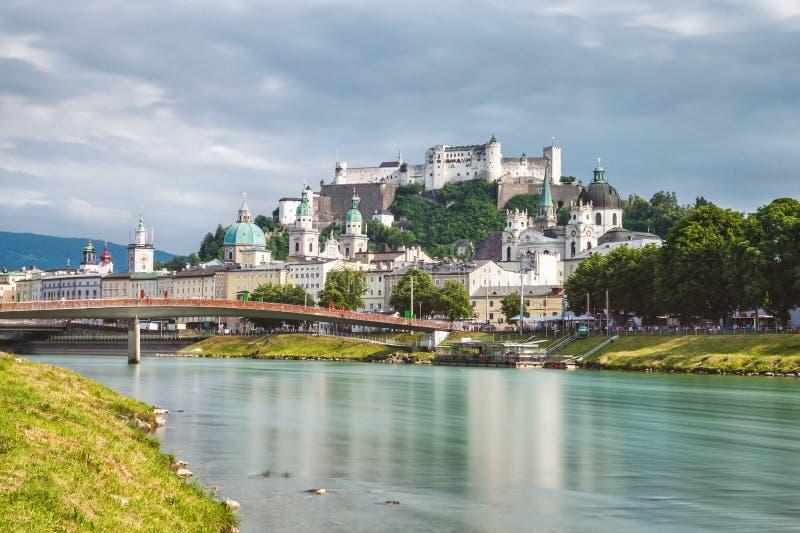 Vista panorâmica de Salzburg bonito em Áustria foto de stock