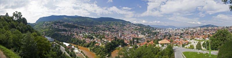 Vista panorâmica de Sarajevo a capital de Bósnia e de Herzegovina imagem de stock