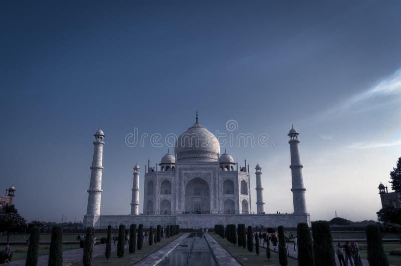 Vista panorâmica de Taj Mahal dos jardins India fotografia de stock