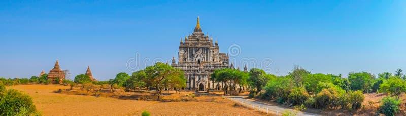 Vista panorâmica de templos budistas em Bagan fotografia de stock