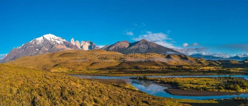 Vista panorâmica de Torres del Paine, parque nacional, Patagonia imagem de stock
