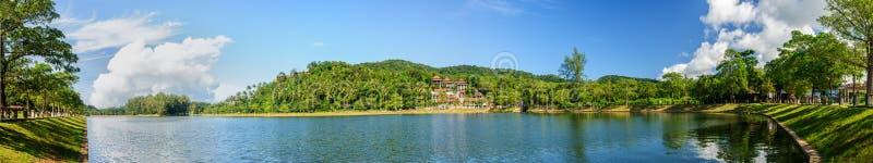 Vista panorâmica de um lago em Phuket fotografia de stock royalty free