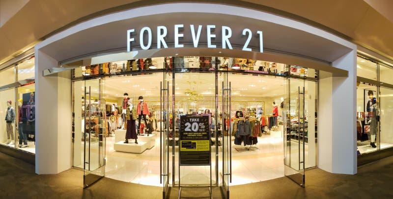 Vista panorâmica de uma parte dianteira da loja do Forever 21 fotos de stock royalty free