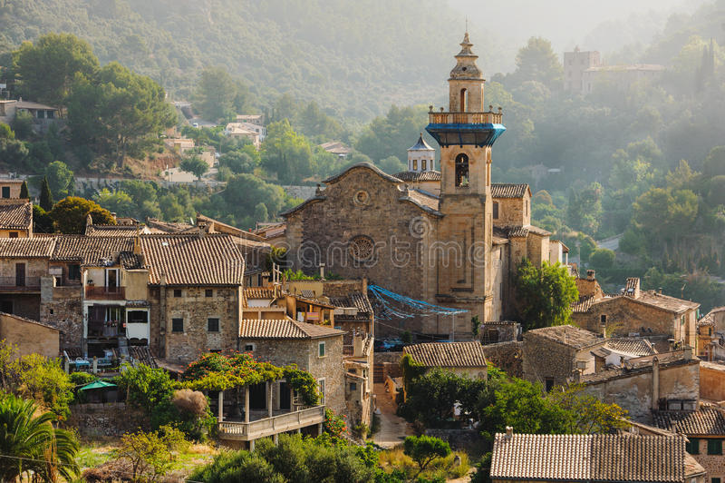 Vista panorâmica de Valdemossa em Majorka foto de stock royalty free
