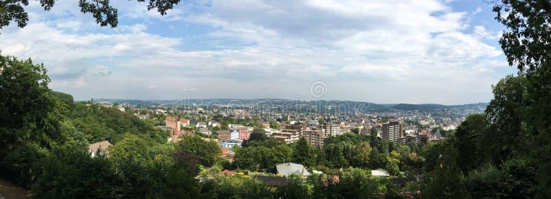Vista panorâmica de Wuppertal Oberbarmen/empregado de bar do parque público Nordpark fotografia de stock royalty free