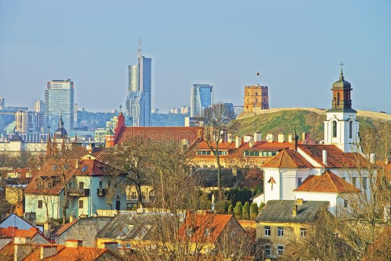 Vista panorâmica do centro da cidade moderno e da cidade velha de Vil fotografia de stock royalty free