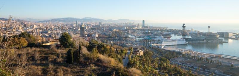 Vista panorâmica do dia da arquitetura da cidade pitoresca de Barcelona, Espanha imagem de stock royalty free