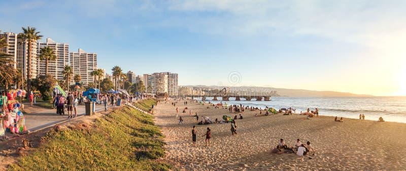 Vista panorâmica do EL Sol Beach e Muelle Vergara no por do sol - Vina del Mar, o Chile fotos de stock