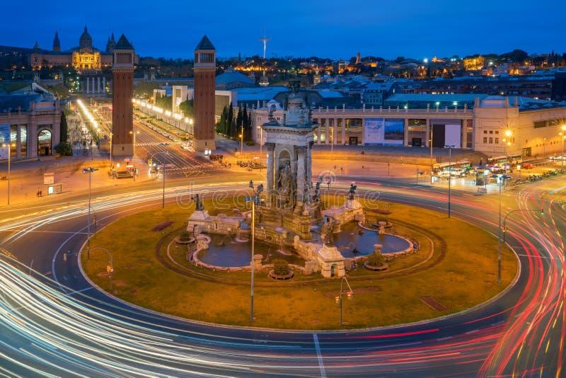 Vista panorâmica do ` Espanya de Placa d em Barcelona na noite Este CI fotos de stock