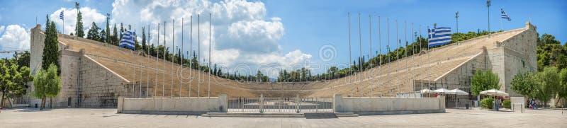 Vista panorâmica do estádio ou do kallimarmaro de Panathenaic em Atenas imagens de stock