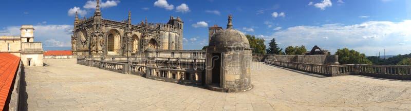 Vista panorâmica do fundo do telhado do monastério dos cavaleiros Templar em Tomar em Portugal imagem de stock