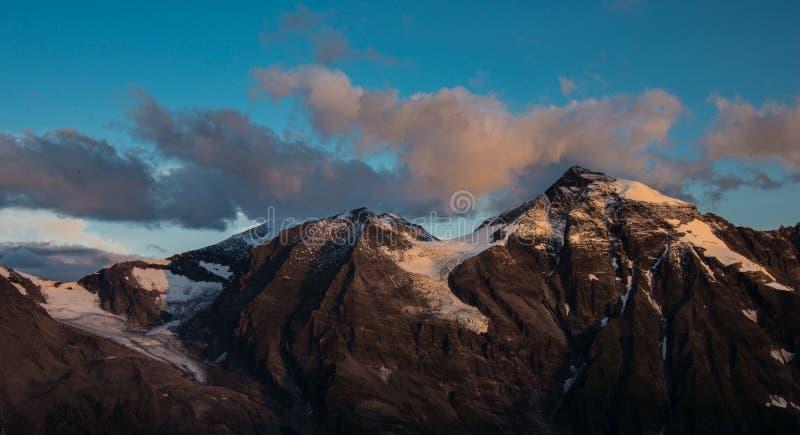 Vista panorâmica do Hohe Tauern no amanhecer imagem de stock royalty free