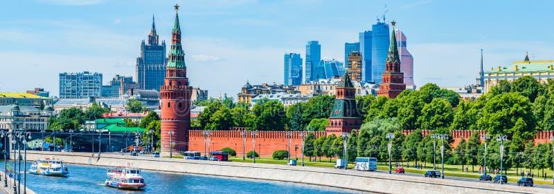 Vista panorâmica do Kremlin e da cidade de Moscou imagens de stock
