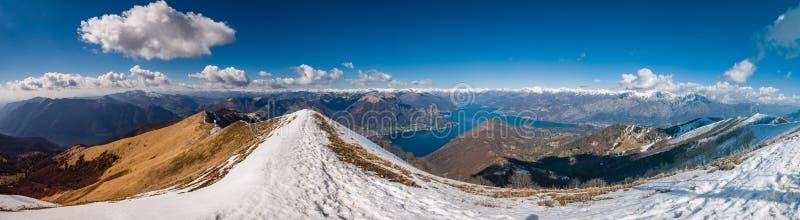 Vista panorâmica do lago Como como visto de Monte San Primo foto de stock royalty free
