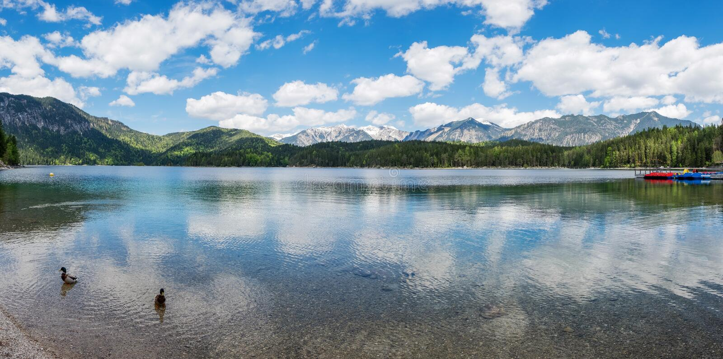 Vista panorâmica do lago Eibsee, Baviera fotos de stock royalty free