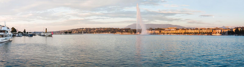 Vista panorâmica do lago geneva e da fonte do Eau do ` do jato d foto de stock
