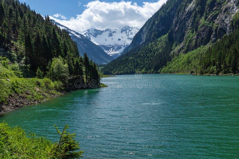 Vista panorâmica do lago Stillup parque natural nos cumes, cumes de Zillertal, Áustria, Tirol fotografia de stock royalty free