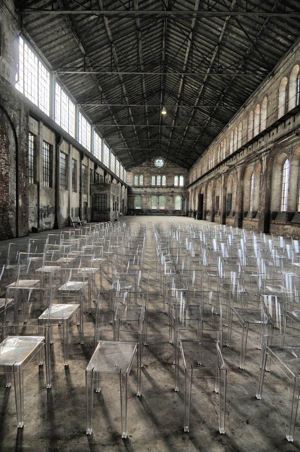 A vista panorâmica do local de planta industrial vazio situa hoje em dia para as reuniões e as exposições OGR imagem de stock royalty free
