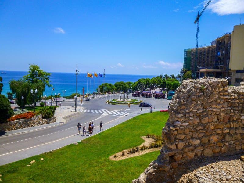 Vista panorâmica do mar Mediterrâneo, litoral de Costa Dorada de Tarragona fotos de stock royalty free