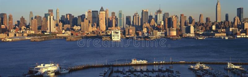 Vista panorâmica do Midtown Manhattan, skyline de NY com Hudson River e porto, tiro de Weehawken, NJ imagens de stock royalty free