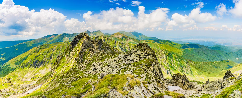 Vista panorâmica do pico de Negoiu, em montanhas de Fagaras Carpathians, Romênia imagem de stock royalty free