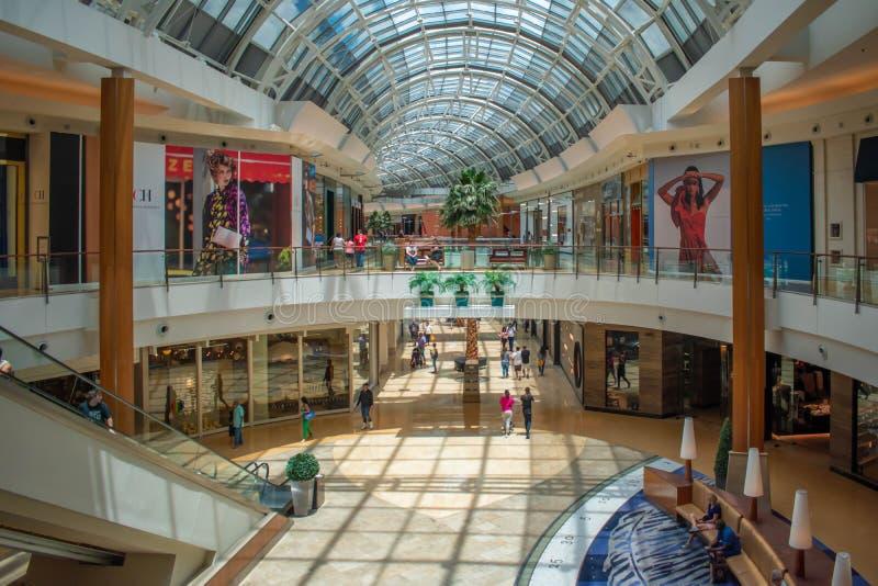 Vista panorâmica do primeira e segundo andar na alameda nos milênio 1 fotografia de stock royalty free
