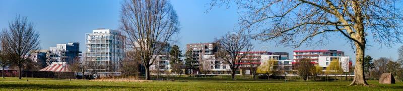Vista panorâmica do quarto novo em Strasbourg perto de Alemanha, dia de mola ensolarado imagens de stock royalty free