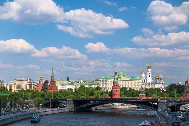 Vista panorâmica do rio e do Kremlin de Moscou fotos de stock royalty free