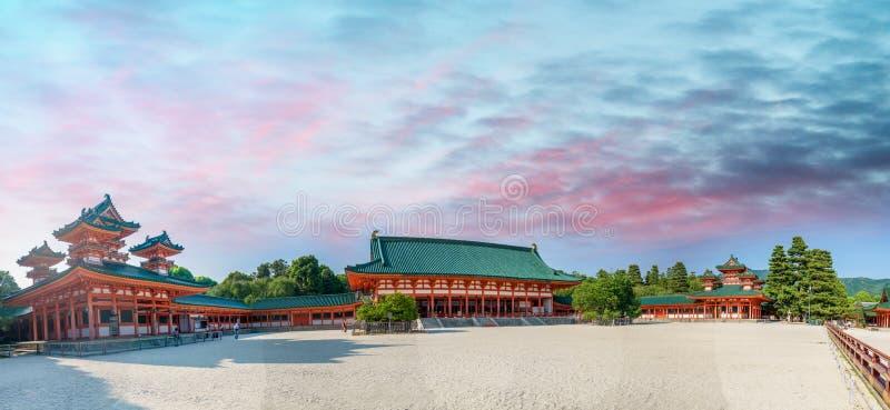 Vista panorâmica do santuário de Heian, Kyoto - Japão fotos de stock