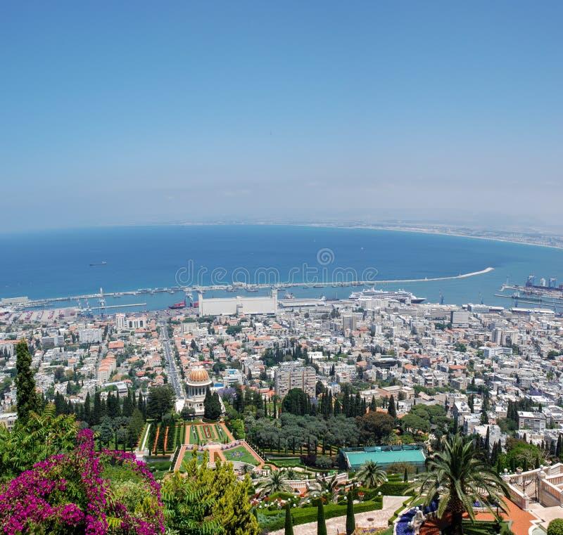 Vista panorâmica do templo de Bahai e da baía de Haifa, Israel fotografia de stock royalty free