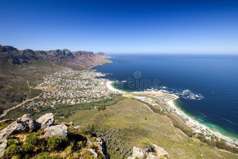 A vista panorâmica dos acampamentos late, um subúrbio afluente de Cape Town, cabo ocidental, África do Sul fotografia de stock royalty free