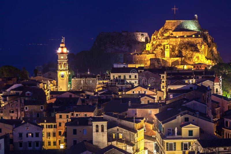 Vista panorâmica dos citylights da cidade de Corfu na noite fotos de stock