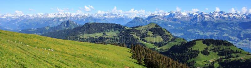 Vista panorâmica dos cumes da parte superior de Rigi Kulm, Suíça fotos de stock