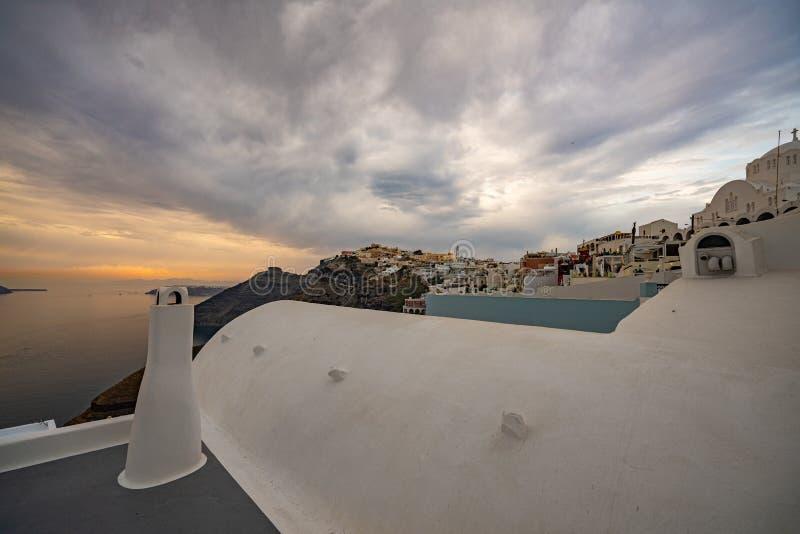 Vista panorâmica e ruas da ilha de Santorini em Grécia, imagem de stock