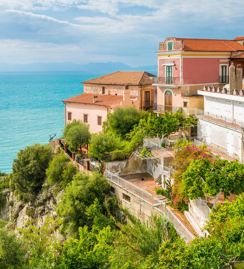 Vista panorâmica em Agropoli com o mar no fundo Cilento, Campania, Itália do sul foto de stock
