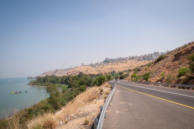 Vista panorâmica em Tiberias e em mar de Galilee - lago Kinneret em Israel imagem de stock