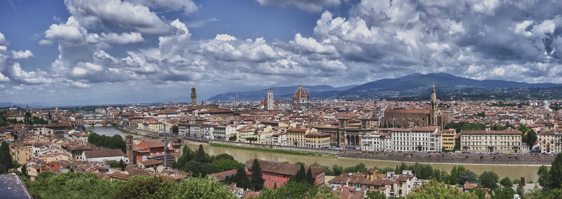 Vista panorâmica Florence Italy de grande Michelangelo quadrado, com uma vista da ponte velha, a abóbada do Giotto, o River Arno, fotografia de stock royalty free
