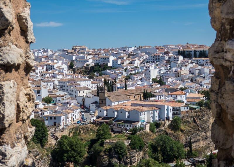 Vista panorâmica na cidade Ronda e em paisagem circunvizinha, a Andaluzia, Espanha imagem de stock