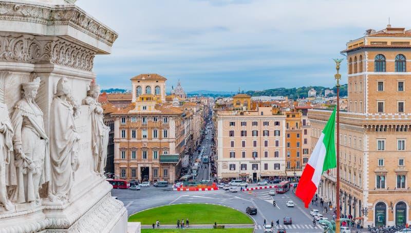 Vista panorâmica na praça Venezia do altar da pátria fotografia de stock
