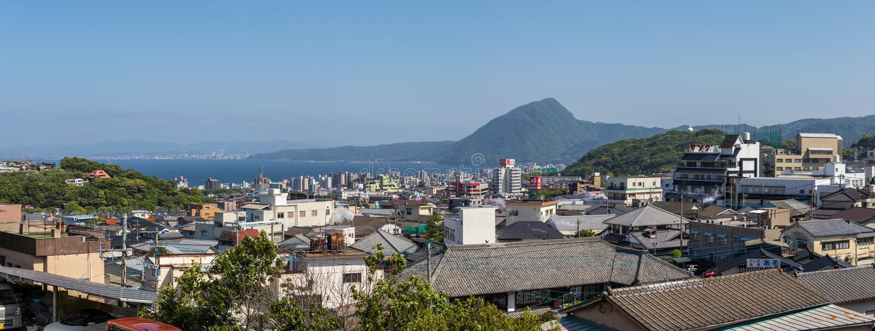 Vista panorâmica na skyline da cidade e da baía de Beppu Cidade Oita no fundo Beppu, Oita, Japão, Ásia foto de stock royalty free